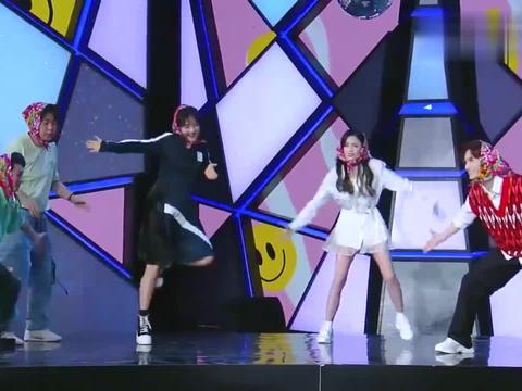 快本:吴宣仪即兴模仿学习,上演魔性舞蹈,台下笑出鹅叫声
