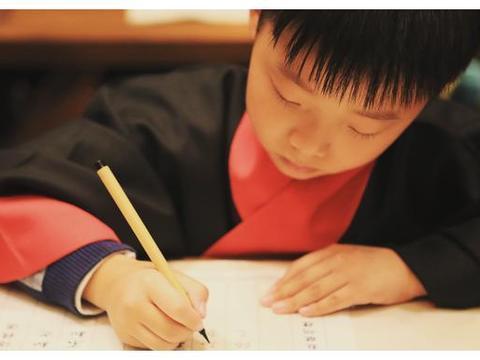 """""""字如其人""""并非迷信,从孩子字迹能看出其个性,父母不妨对照下"""
