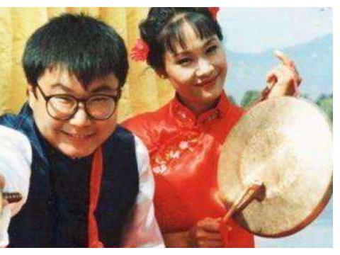 51岁尹相杰卖唱维生,曾因吸毒两度被捕,被小女友狠甩至今单身
