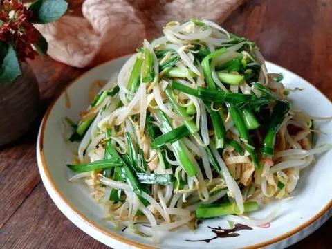 美食:担担面、炒三丝、豆豉姜汁蒸排骨、小白菜炒香菇