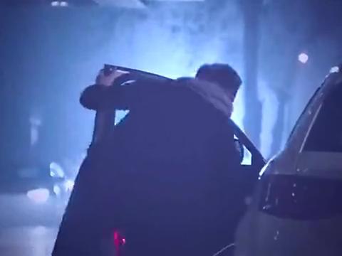 总裁时候拉这灰姑娘的手逃避酒会,两人一起来看流星雨,好浪漫