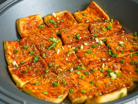 火爆街头的铁板豆腐,在家3元做1盘,秘制料汁教给你,学会能摆摊