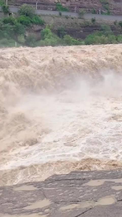 国庆假日,来壶口瀑布感受黄河在咆哮!