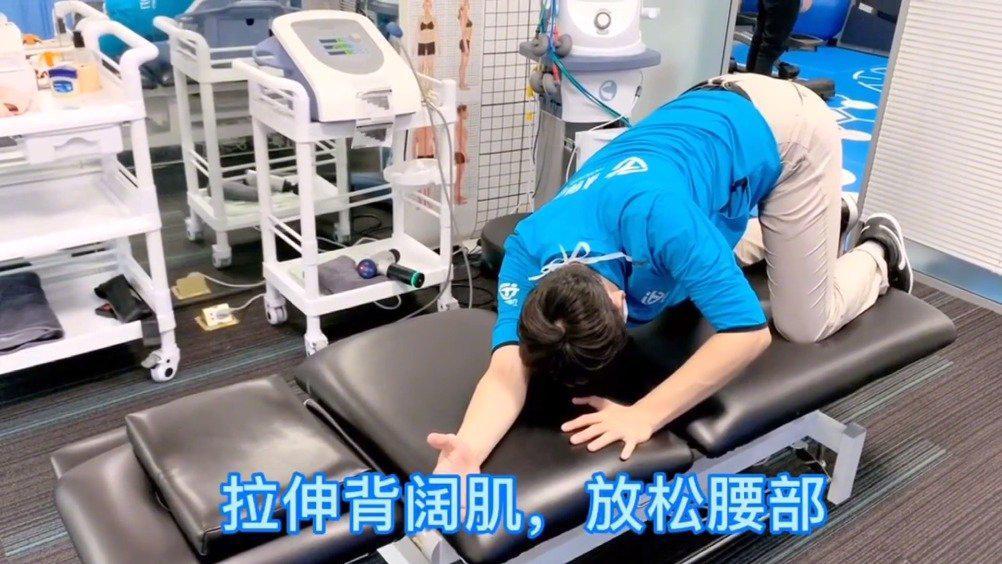 缓解腰痛的三个动作,非常适合久坐的上班族!!