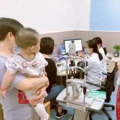 """金华2岁半宝宝近视高达700多度?这种""""保姆""""最害孩子!"""