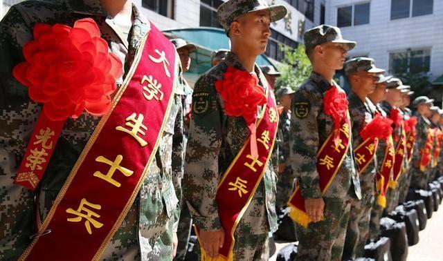 """大学毕业生当兵,""""直招士官""""和""""义务兵""""该如何选择?"""