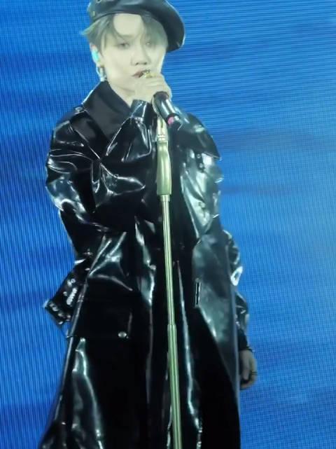 刘雨昕上海品牌音乐会饭拍 刘雨昕《不要想念你》+《hotparty》