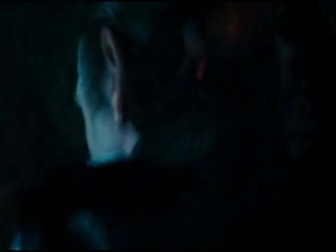男主杀死了老头,迎着朝阳吸血鬼被消灭了,男主得到了真正的自由