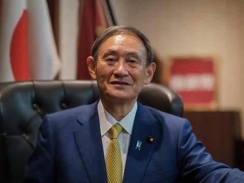 日本新首相菅义伟,西服领口佩戴2个标志,分别代表了什么?
