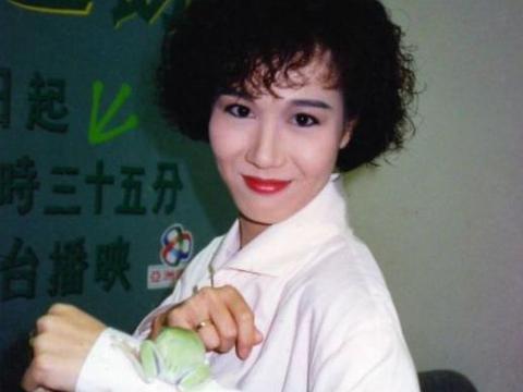 她曾是香港当红花旦,恋爱十几年低调完婚,如今58岁幸福!