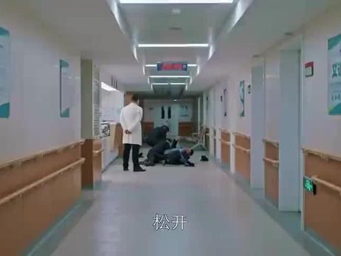柳青惨被众保安围殴,明玉拍视频当证据!