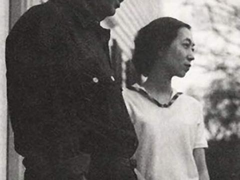 赖雅离世后,张爱玲悲凉晚年:独居30年无子,死后骨灰洒太平洋