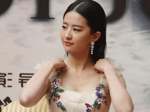 刘亦菲到底有多美,当摄影师偷偷关掉滤镜后,网友:真的无法形容
