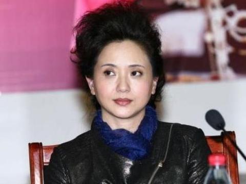 她是国家一级演员,丈夫去世后为爱守寡13年,如今53岁似冻龄少女
