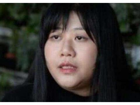 时隔1年乔碧萝终于做到了,近照瘦出瓜子脸,睫毛翘又长美成芭比