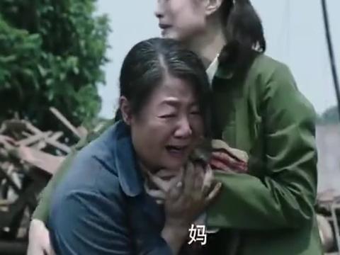 那座城这家人:母亲崩溃失去消息,母女依偎相互取暖