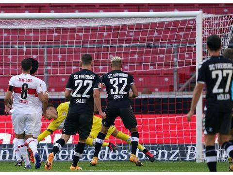 2-3!昔日德甲霸主遭遇开门黑,40分钟连丢3球,球迷众筹买梅西