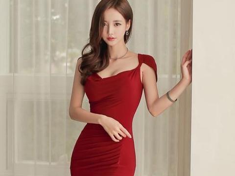 孙允珠尝试这两款大红色束腰包臀裙,显性感好身材,哪款更合适?