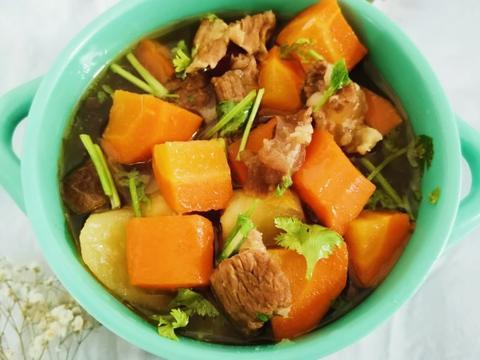给大家分享胡萝卜炖牛腩,金针菇炒蛋,简单易做,快来试试吧