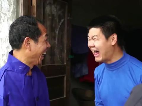 爆笑三江锅:二货父子游手好闲坐等拆迁,砸家具庆祝却闹大乌龙