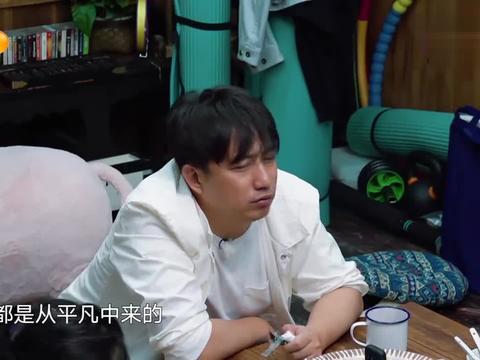 王丽坤穿着睡衣睡裤出镜,素颜贴着眼膜,美到众人看呆了