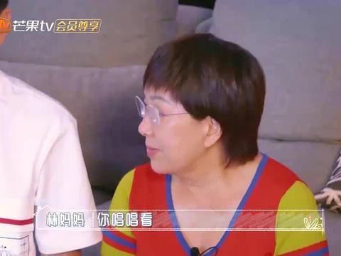 阿信当众演唱《亲爱的小孩》,林志颖看着妈妈眼眶微红,快哭了