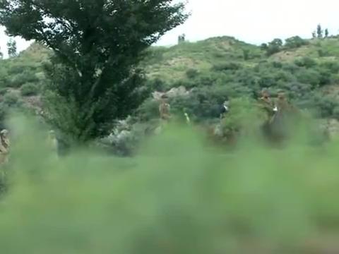 鬼子部队轻松进了白龙乡,不料风狼队设下各种陷阱,好看了