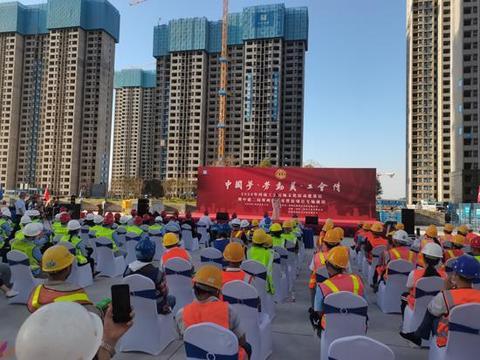 河南省总工会赴中建二局岳岗安置房项目开展专场慰问演出