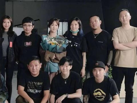 杨紫与偶像赵薇合影,原来明星也追星,谭松韵、李若彤都追过