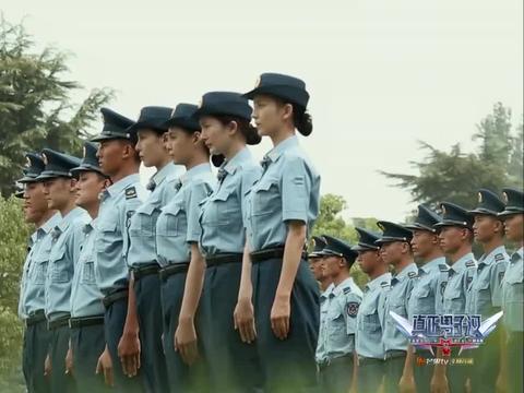 真正男子汉:众人在经过刻苦的训练都,终于被授予部队军衔!