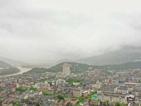 临海第一古街,全长1080米,以坊和水井闻名遐迩