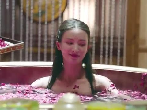 宠妃高兴的在洗玫瑰花浴,却把皇上气的半死!