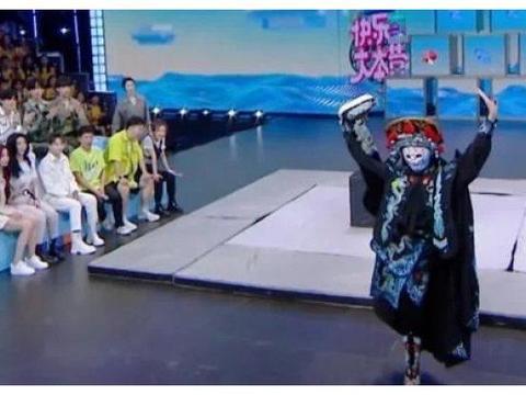 金子涵表演川剧变脸,虞书欣赵小棠观众席的表现,看出姐妹真感情