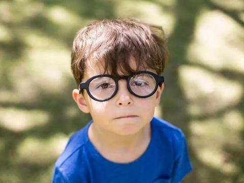 孩子近视率越来越高,且低龄化严重,家长有没有想过如何避免