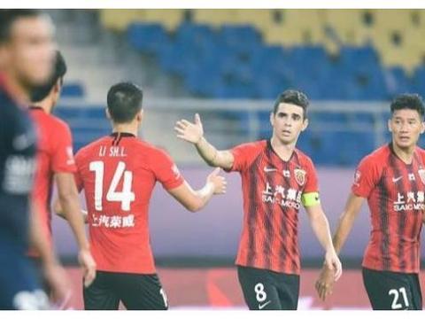 综述:武汉卓尔点球逆转,夺冠热门2-1险胜晋级!上港2分钟丢2球