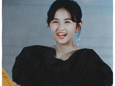 """张子枫刚开学,就又喜迎""""新身份"""",这是大一新生都羡慕不来的"""