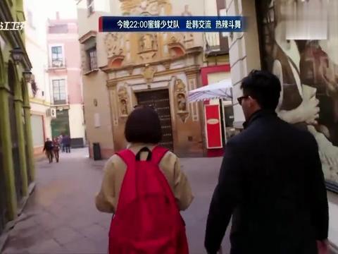 袁咏仪当着张智霖的面挽陌生人的手臂,大仙吃醋,你是不是挽错人