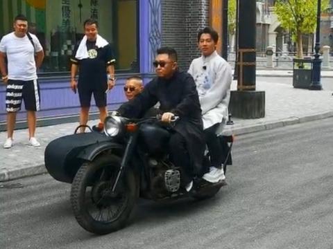 德云社目前最火的演员,岳云鹏只能排第三,他获第一实至名归