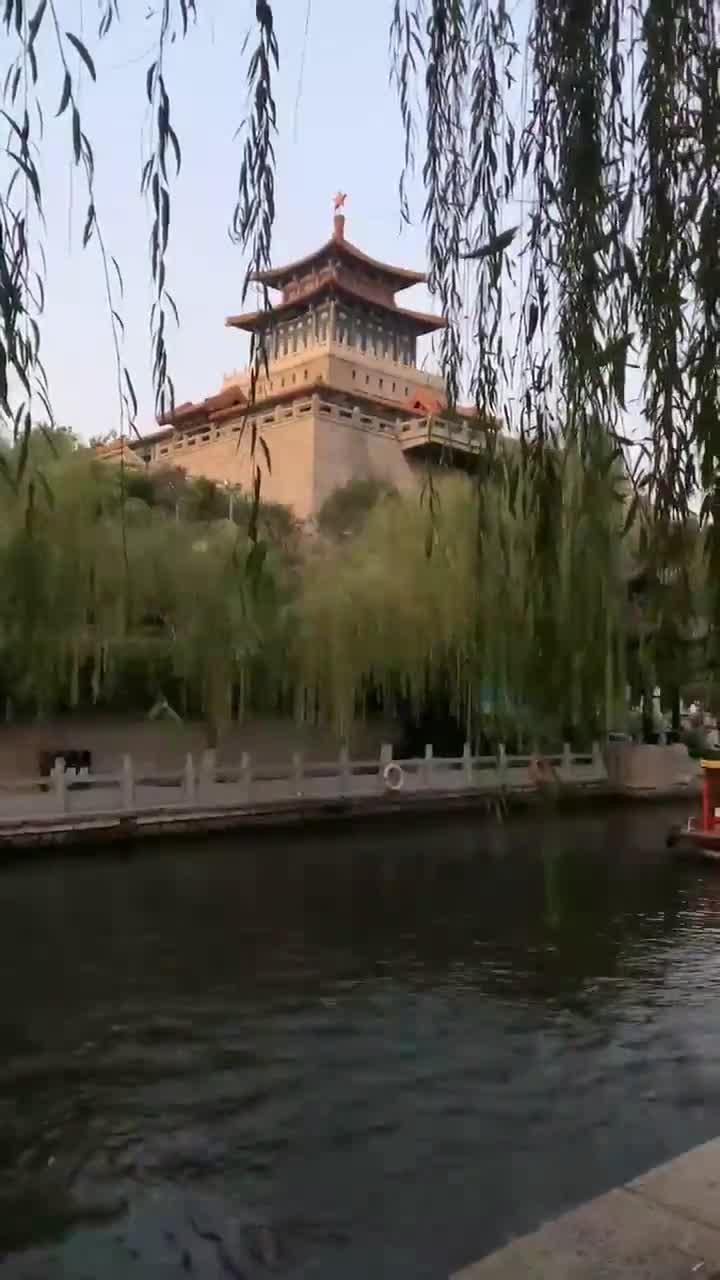 美丽泉城济南的解放阁与黑虎泉(王玉山摄)!