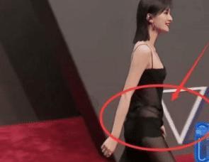 继红毯透视裙后,乔欣的蜜桃臀再次出圈,难怪能接戏接到手软!