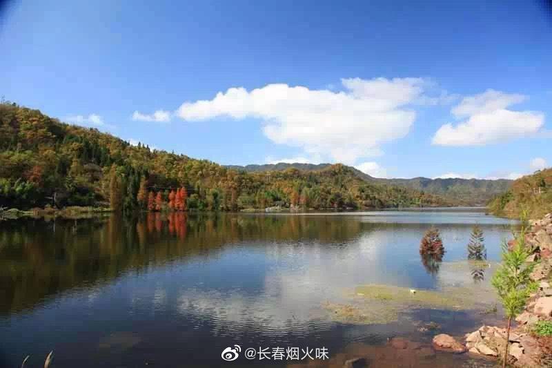太阳湖是西南地区海拔最高、水质最好、植被最丰富的人工湖