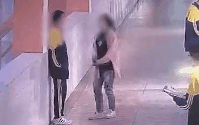 痛心!14岁男生在学校被母亲扇耳光,2分钟后跳楼坠亡