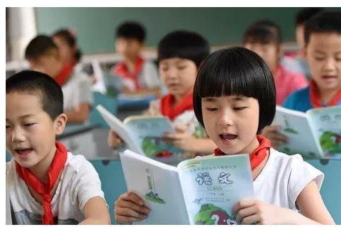 大声朗读课文的好处有这么多!日常学习中,家长要注意提醒孩子