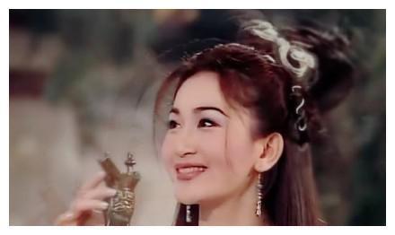傅艺伟演的妲己经典,温碧霞的柔美,而她才是演的妲己最惊艳的!