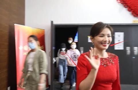 央视中秋女明星生图:刘涛胖出双下巴,baby仙气飘飘,杨紫又瘦了