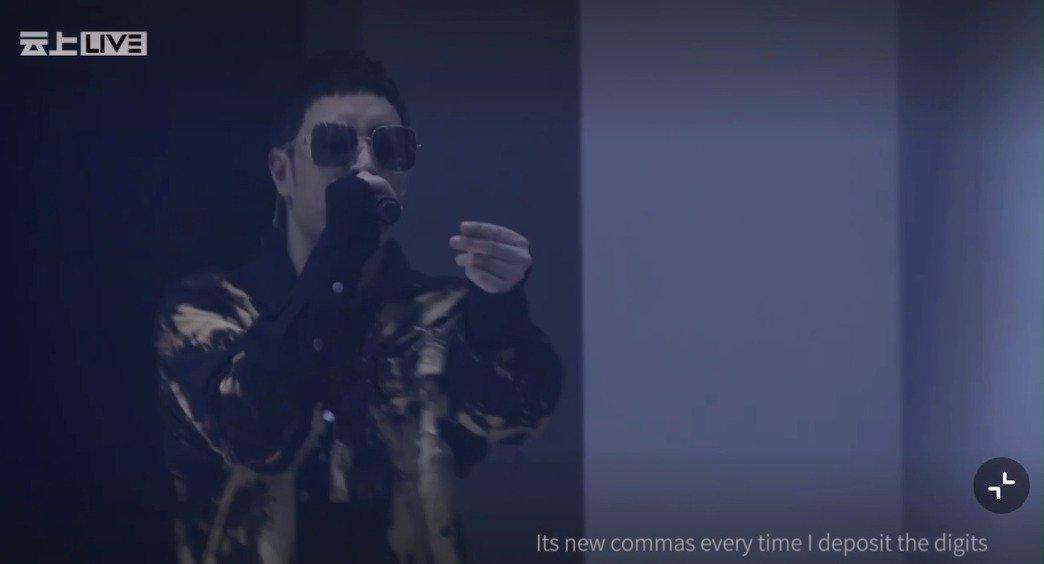潘玮柏演唱会这首《Moonlight》看歌名是一首温柔的情歌……
