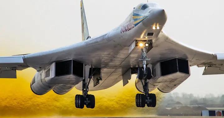 俄罗斯出动战略轰炸机,矛头直指北约威慑2万公里,多国拦截无果