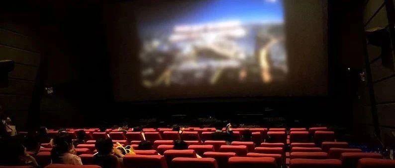 在电影院随手拍了张照晒朋友圈,结果招来骂声一片...千万要注意了!