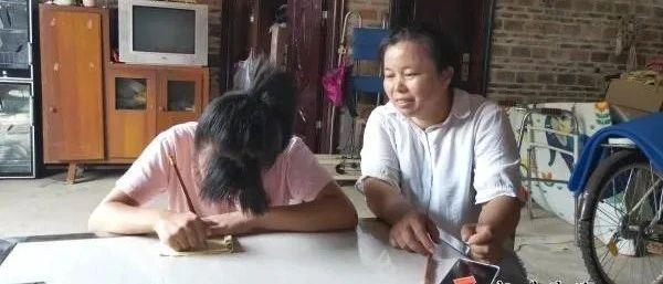"""泪目!贺州""""陪读妈妈""""筑起脑瘫儿读书梦"""