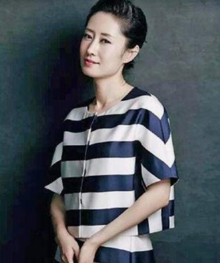 """她被称""""小巩俐"""",嫁入豪门却被分手,如今44岁单身靠实力走红!"""